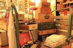 Aufbewahrungsmittel - alte Holzkoffer, alte Holzkisten - ein Designerstück von PonyHuetchenBerlin bei DaWanda