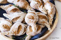 Spitzweckerln mit Oliven und Thymian Brunch, Stuffed Mushrooms, Bread, Vegetables, Food, Play Dough, Food Portions, Easy Meals, Stuff Mushrooms