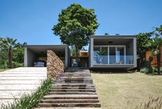 Built by Otta Albernaz Arquitetura in Jambeiro, Brazil with date 2014. Images by Eduardo Simabuguro Albernaz. The architecture, almost diluted in the landscape, is revealed gradually to prying eyes. Itsprivate and discreet fac...