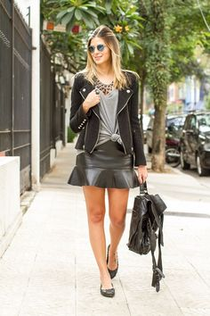 50 Leather Skirt Outfit Ideas For Every Fashionista Style Désinvolte Chic, Style Casual, Casual Chic, Girl Fashion, Fashion Looks, Fashion Outfits, Womens Fashion, Moda Rock, Look 2017