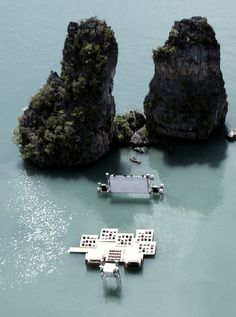 (floating cinema, yao noi, thailand)  a new festival in Thailand, organized by 'film on the rocks yao noi,' which commissioned architect ole scheeren to built this beauty, which he calls 'the archipelago cinema' and which he made completely out of recycled materials.