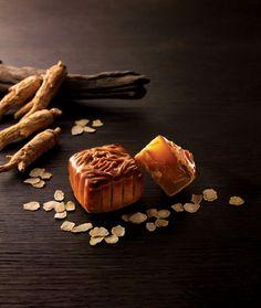 香港奇華 尊貴花旗參白蓮蓉月 Traditional Chinese Food, Black Food, Moon Cake, Dim Sum, Cake Art, How To Cook Chicken, Mochi, Kee Wah, Asian Moon
