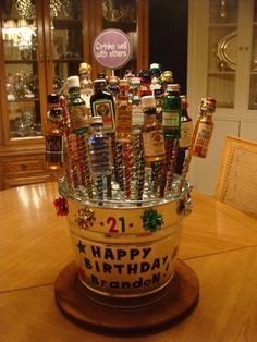 Creative and Unique Birthday Gifts Ideas for Your Boyfriend - Beer Cake happy bday liquor bouquet 21st Birthday Basket, Guys 21st Birthday, 21st Bday Ideas, Birthday Gift Baskets, Unique Birthday Gifts, Diy Birthday, Alcohol Gift Baskets, Alcohol Gifts, Liquor Gift Baskets
