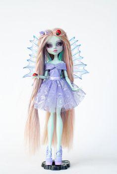 Luna One of a kind Monster High Frankie by ColourToTheBone