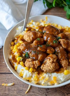 These Homestyle Chicken Mashed Potato Bowls are filled with fluffy mashed potatoes, crispy chicken and topped with a brown gravy! Chicken Potato Casserole, Chicken Mashed Potatoes, Mashed Potato Bowl Recipe, Cheesy Potatoes, Baked Potatoes, Crispy Chicken, Stuffed Chicken, Quick Dinner Recipes, How To Cook Chicken