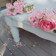 Pink roses, blue table.... #pink  #romantic #shabbychic #roses #pinkisalwayspretty