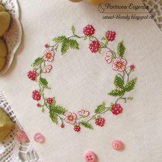 Мои маленькие радости: Земляника и печенье для настоящих лакомок.