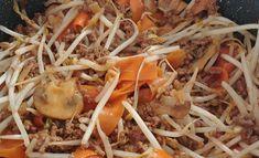 Recette : Chop suey au goût de maman. Chow Mein, Chow Chow, Chop Suey, Egg Rolls, Mets, I Love Food, Brunch Recipes, Macaronis, Spaghetti