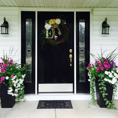 farmhouse front door entrance design ideas tips on selecting your front doors 31 Front Porch Plants, Front Porch Flowers, Front Door Planters, Front Door Porch, Front Porch Design, Front Door Entrance, Front Door Decor, Porch Planter, Patio Plants