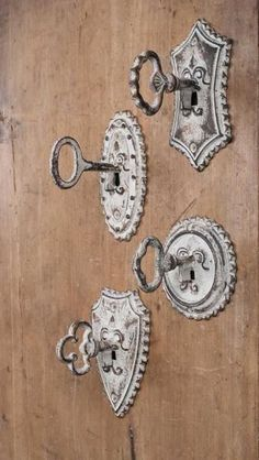 These key hooks have a perfect vintage look to add charming detail to a wall or cabinet. Sold as a set of four hooks.