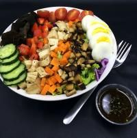 Skinny Cobb salad with a healthy twist {low calorie, paleo} on MyRecipeMagic.com