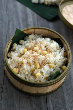 xôi dừa hạt sen- sticky rice with coconut and lotus seeds Vietnamese Dessert, Vietnamese Cuisine, Vietnamese Recipes, Asian Recipes, Healthy Recipes, Vegetarian Recipes, Viet Food, India Food, Popular Recipes