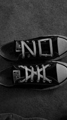 Cool ways to tie laces Black Converse low tops Black Converse Low, Converse Low Tops, Converse Style, Edgy Outfits, Cool Outfits, Ways To Lace Shoes, Shoe Lacing Techniques, Sneakers Fashion, Fashion Shoes
