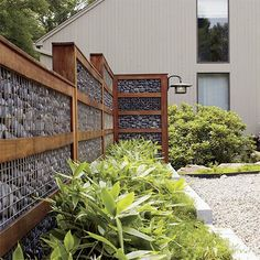 Marvelous Front yard fence options,Fence landscaping ideas and Garden fence Diy Privacy Fence, Privacy Screen Outdoor, Diy Fence, Fence Landscaping, Backyard Fences, Fence Ideas, Garden Privacy, Fence Garden, Pallet Fence