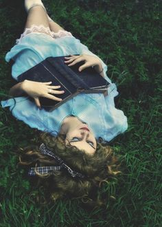 Alice In Wonderland Aesthetic, Alice In Wonderland Tea Party, Creative Photography, Fine Art Photography, Senior Pictures, Girl Pictures, Alice In Wonderland Photography, Book 15 Anos, Disney Themed Outfits