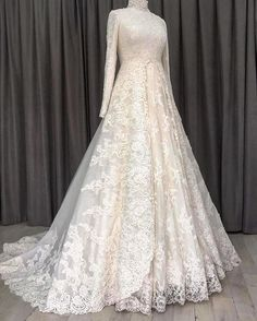 Yes filtre😜 You will find different rumors about the history of the wedding dress; Muslimah Wedding Dress, Muslim Wedding Dresses, Hijab Bride, Wedding Hijab, Wedding Bride, Dress Wedding, Muslim Brides, Makeup Vintage, Most Beautiful Dresses