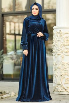 Islamic Dresses For Parties, Party Dresses For Women, Dresses For Work, Hijabi Gowns, Pakistani Dresses, Hijab Evening Dress, Evening Outfits, Islamic Fashion, Muslim Fashion