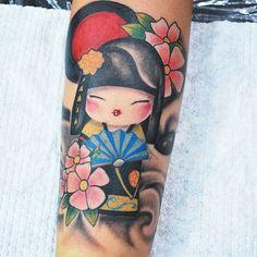 Kokeshi @crisen_machado #kokeshi #kokeshitattoo #orientaltattoo #ink #tattoo #colortattoo #tatuadoresdevenezuelaoficial #tatuador #barquisimeto #barquisimetotattop #tatuajes