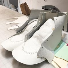 Brooklyn Shoe Space (@brooklynshoespace) • Фото и видео в Instagram Diy Tresses, Make Your Own Shoes, Shoe Template, Shoe Pattern, Make Design, Cheap Shoes, Designer Shoes, Balenciaga, Brooklyn