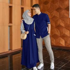 Muslim couple @ Size cewe : all size fit L Ld pjg Size cowo : all size fit L Order ⬇️ 📲WA : 📲WA : Cod BISA Sidoarjo-Jawa Timur Niqab Fashion, Ootd Fashion, Cute Muslim Couples, Kebaya Muslim, Matching Couple Outfits, Hijab Fashionista, Fashion Couple, Hijab Outfit, Muslim Women