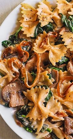 Creamy Bow Tie Pasta with Spinach, Mushrooms, and Caramelized Onions. This simple meatless Italian dinner is pure comfort food! The bow-tie shaped pasta is perfectly matched with rich and buttery Parmesan sauce! Spinach Mushroom Pasta, Spinach Stuffed Mushrooms, Creamy Mushrooms, Pasta With Spinach, Pasta With Onions, Spinach Soup, Tasty Vegetarian Recipes, Healthy Recipes, Veggie Italian Recipes