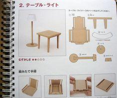 mesa y lámpara de cartón