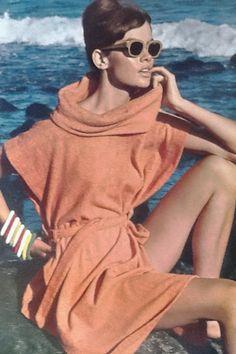 Jean Shrimpton in the Canary Islands Vogue UK April 1964 by David Bailey (Scan thanks to Jane Davis) 60s And 70s Fashion, Retro Fashion, David Bailey Photography, Look Jean, Moda Retro, Jean Shrimpton, Vintage Fashion Photography, Vogue Uk, Mademoiselle