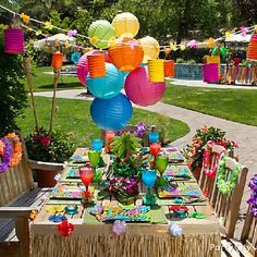 Luau Party Ideas And Inspiration . Summer is finally here and it is time to party! Let the PurpleTrail party team provide you with luau party ideas and Aloha Party, Hawaiian Luau Party, Hawaiian Birthday, Tiki Party, Festa Party, Tropical Party, 50th Birthday Party, Hawaiian Theme, Birthday Ideas