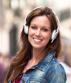 A Bose projetou os OE2 Audio Headphones especificamente a pensar nos utilizadores de sistemas de reprodução de áudio portáteis mais exigentes, que procuram um equipamento compacto, leve (menos de 150 gramas), confortável e que possa ser usado durante longos períodos sem provocar cansaço...