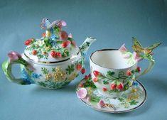 How lovely! Maker a d source unknown. Teapots Unique, Teapots And Cups, Teacups, Tea Cup Set, Tea Caddy, Rose Tea, Tea Art, Chocolate Pots, High Tea