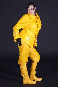 like sexe in hunter boots and waders Travel Raincoat, Dog Raincoat, Rain Fashion, Wellies Rain Boots, Yellow Raincoat, Yellow Coat, Country Wear, Rain Suit, Rain Gear