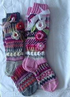 no pattern available Knit Mittens, Crochet Slippers, Knitting Socks, Hand Knitting, Knit Crochet, Knitting Patterns, Crochet Patterns, Comfy Socks, Fingerless Mitts