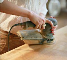 Azok kedvéért, akiknek elegük van a gyerekszobai posztokból, tartok egy kis… Furniture Restoration, Furniture Makeover, Sweet Home, Home Appliances, Diy, Vintage, Paint, Bavaria, House Appliances