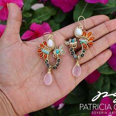PG Aretes con perla, turquesa, cristales y gota calcedonia #pg #joyeriaartesanal #artesanos #earrings #mexicocreativo #aretes #lmm #mx #arte #calcedonia #handmadejewelry #hechoamano #joyeria