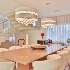 Destaque para a escada que divide os ambientes estar/jantar: Salas de jantar modernas por Rita Albuquerque Arquitetura e Interiores