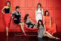 A família Kardashian-Jenner no reality show Keeping Up with the Kardashians, atualmente na décima temporada (Foto: Reprodução/Vogue Brasil)