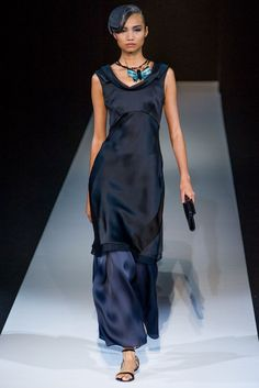 Giorgio Armani Spring 2013 Ready-to-Wear Fashion Show - Leaf Zhang Look Fashion, High Fashion, Fashion Show, Fashion Outfits, Fashion Design, Couture Fashion, Runway Fashion, Womens Fashion, Fashion Trends