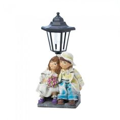This cute couple is ready to brighten your days and nights! Buy the Couple With Solar Street Light Statue online & get free shipping today at Giftspiration.