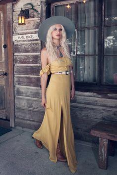 PHOTOGRAPHER // Janell Shirtcliff MODEL // Delilah Parillo + Alexandra J. HAIR + MAKEUP // Kali Kennedy STYLIST // Coryn Madley