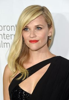 Reese Witherspoon stuns with a deep side part and bright red lips. // #Beauty