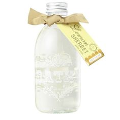 A refreshing scent of verbena flowers and hot lemon tea, with notes of zesty grapefruit and delicious pineapple. Swirl a few drops into warm running bath water for dreamy luxurious bubbles and gorgeously fragranced water, immerse, relax and unwind.