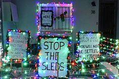 Erskineville couple make asylum-seeker statement with Christmas Island lights display
