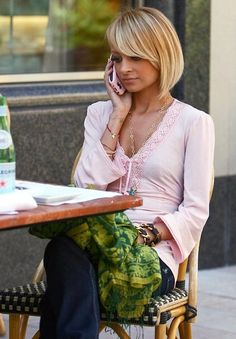 I totally LOVE Nicole Richie since she became a mom - so much prettier without the scary anorexia. I love her haircut/color here.
