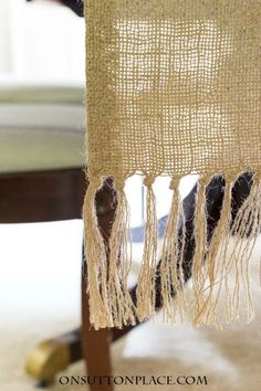 27 ideas for craft table diy burlap runners Burlap Projects, Burlap Crafts, Burlap Fabric, Burlap Lace, Burlap Kitchen, Diy Tassel, Tassels, Burlap Table Runners, Table Runner Pattern