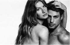 A Givenchy uniu dois ícones brasileiros da beleza em sua nova campanha. (veja outras fotos abaixo) Sim, a top Gisele Bündchen e o ator Cauã Reymond são as estrelas da nova campanha da linha de jeans da grife francesa. Em uma das fotos, divulgada no. Leia Mais