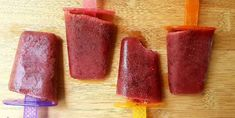 Great recipe for Berry tea ice lollies. What a delicious way to cool down this summer. I prefer to use fresh berries but frozen will also work. You can freeze in any lollie mould or even make ice cubes and serve with some sparkling lemonade. Ice Lolly Recipes, Sparkling Lemonade, Honey Lemon, Vegetarian Paleo, Great Recipes, Blueberry, Berries, Frozen, Strawberry