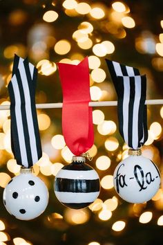 Black and White DIY Ball Ornaments | These elegant DIY ball ornaments are tied with equally beautiful ribbon. Make them for you home today!