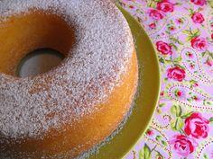 """Hoje trago uma receita de um bolo de vinagre que retirei do livro da Bimby """"De É vora a Santarém"""". É um bolinho muito simples de fazer, e ..."""