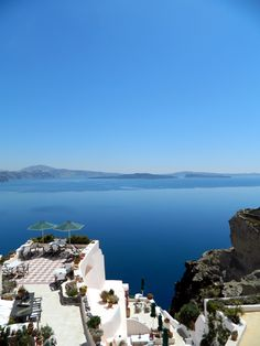 Freshome Hotel view at the Aris Caves in Oia, Santorini Greece Hotels, Hotels And Resorts, Wonderful Places, Great Places, Beautiful Places, Amazing Places, Santorini Island, Santorini Greece, Viajes
