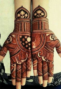 Henna is the most traditional part of weddings throughout India. Let us go through the best henna designs for your hands and feet! Mehndi Designs Book, Indian Mehndi Designs, Mehndi Designs For Girls, Modern Mehndi Designs, Mehndi Design Pictures, Wedding Mehndi Designs, Unique Mehndi Designs, Beautiful Mehndi Design, Mehandi Designs